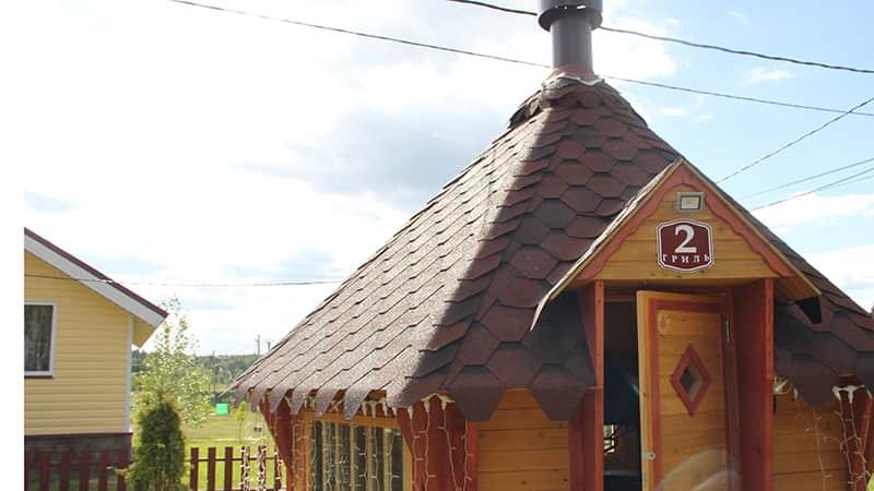 Гриль домики на территории поселка