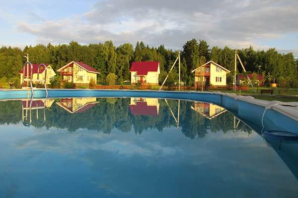 Снять коттедж с бассейном в Подмосковье на сутки