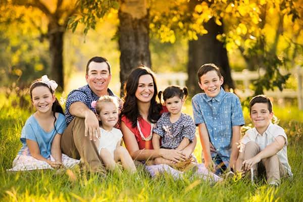 Счастливая семья на отдыхе